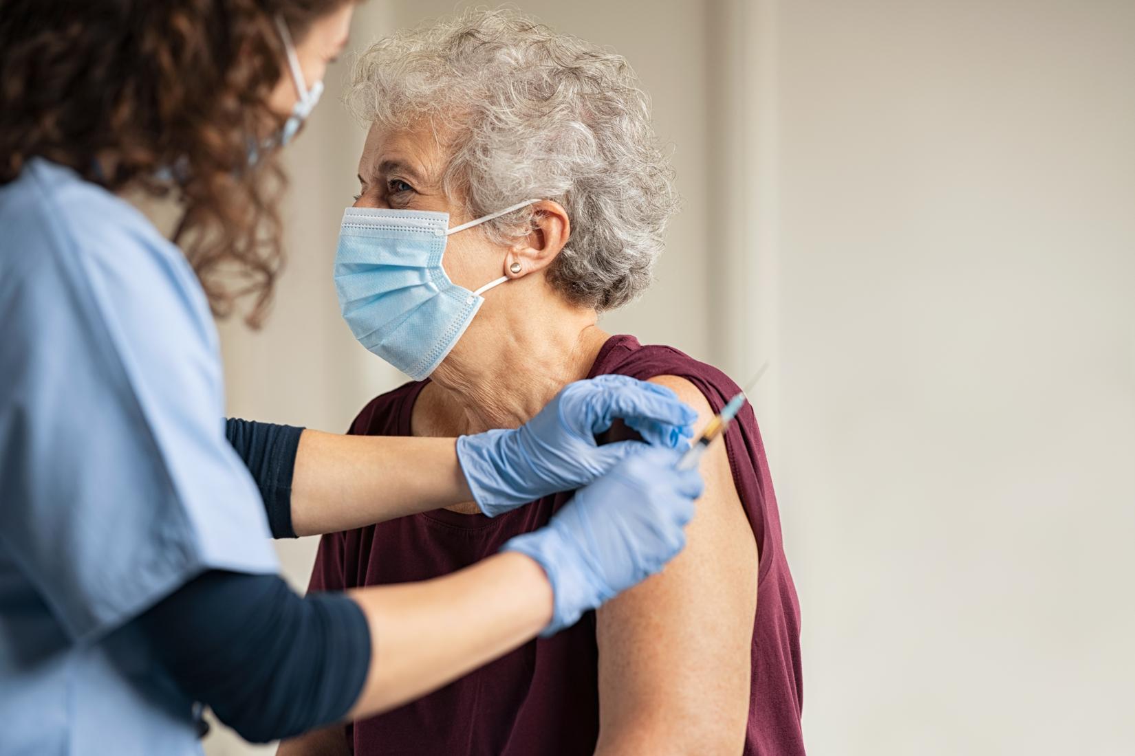 Es falso que la vacuna contra covid-19 cambiará el ADN humano